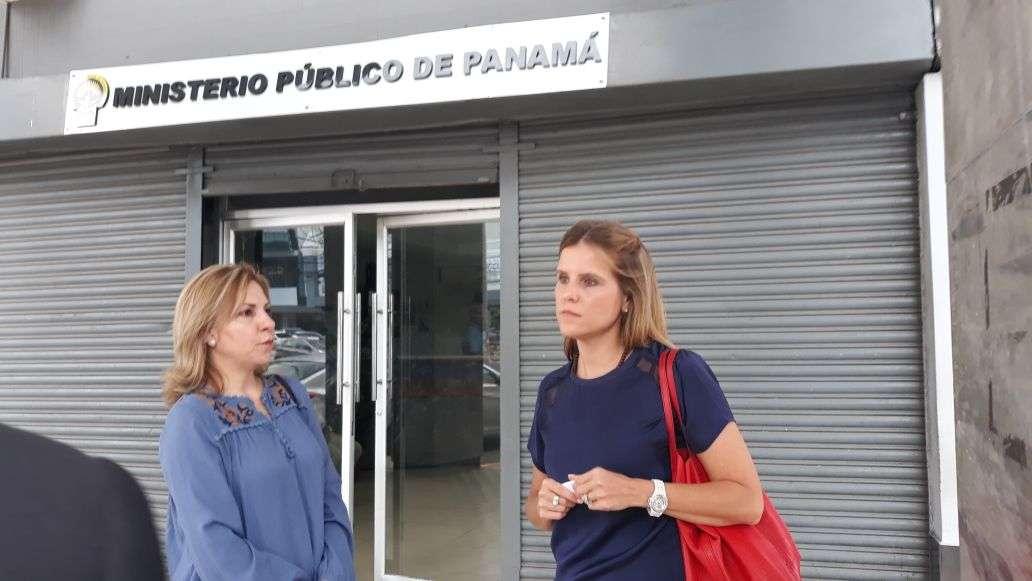 La esposa del exministro Frank De Lima pide explicación.
