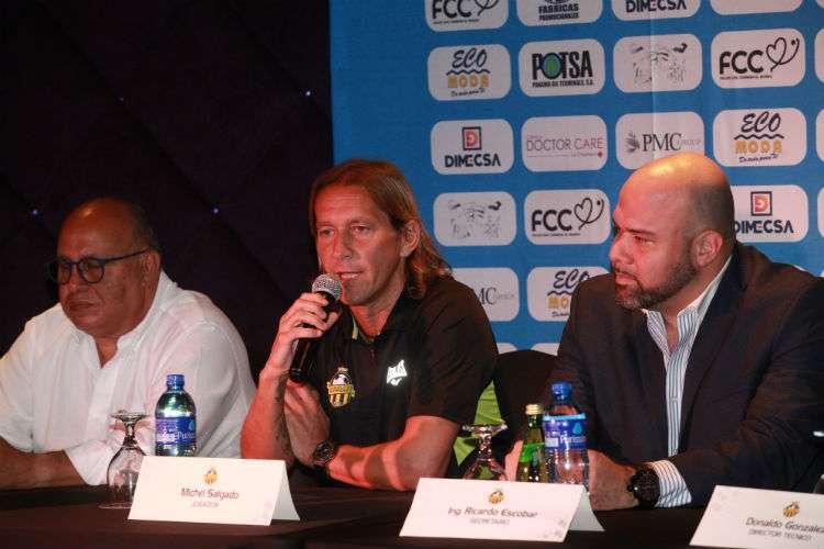 Míchel Salgado y su club, el Club Atlético Independiente (CAI) La Chorrera, dieron una conferencia de prensa hoy jueves. Foto: Anayansi Gamez