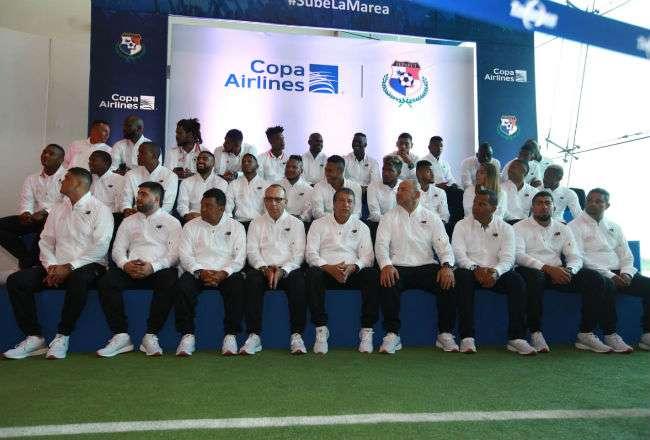 Los jugadores de la selección durante la ceremonia de despedida.