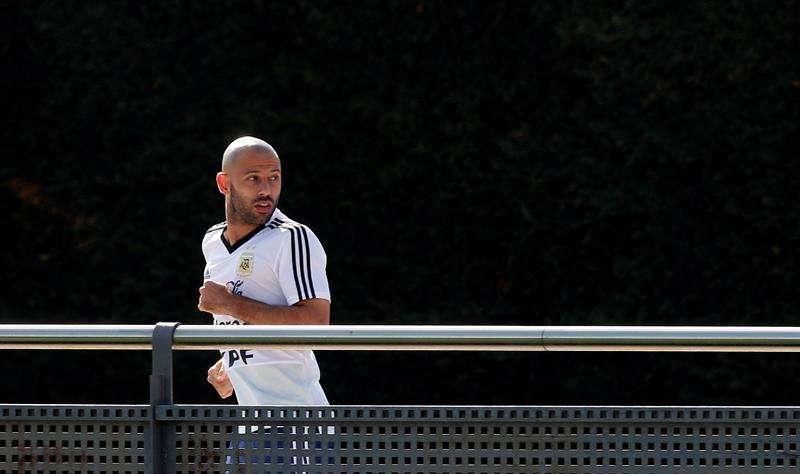 El jugador de la selección argentina de fútbol Javier Mascherano durante el entrenamiento que el combinado albiceleste realizó en la ciudad deportiva del FC Barcelona. Foto EFE