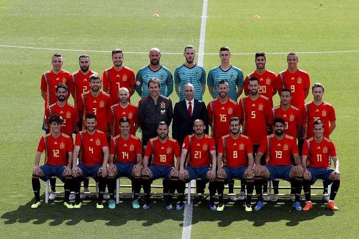Fotografía de familia de la Selección Española para el Mundial de Rusia 2018, tras el entrenamiento de la Selección Española en la Ciudad del Fútbol de las Rozas./EFE