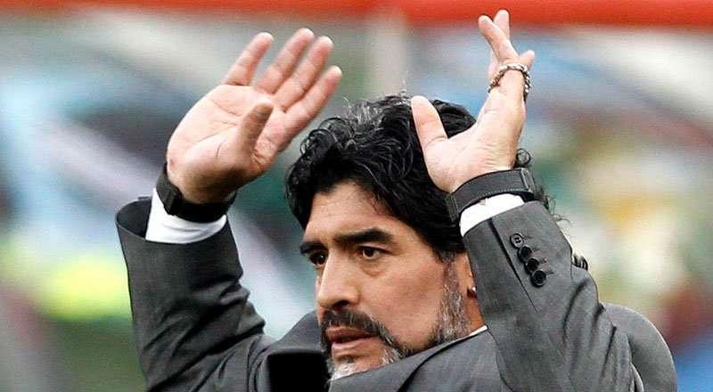 Diego Armando Maradona dirigió al club Al Fujairah S. C. Bandera de la segunda división del balompié de Emiratos Árabes Unidos en 2017. Foto EFE