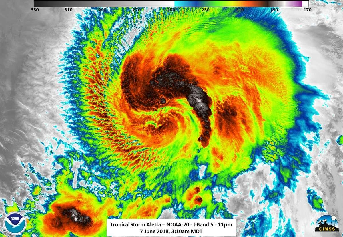 A las 22.00 horas (03.00 GMT del jueves) Aletta se localiza 680 kilómetros al suroeste de Manzanillo, estado de Colima, y 675 kilómetros al sursuroeste de Playa Perula, estado de Jalisco, precisó el SMN en su más reciente informe.  Imagen: @noaasatellitep