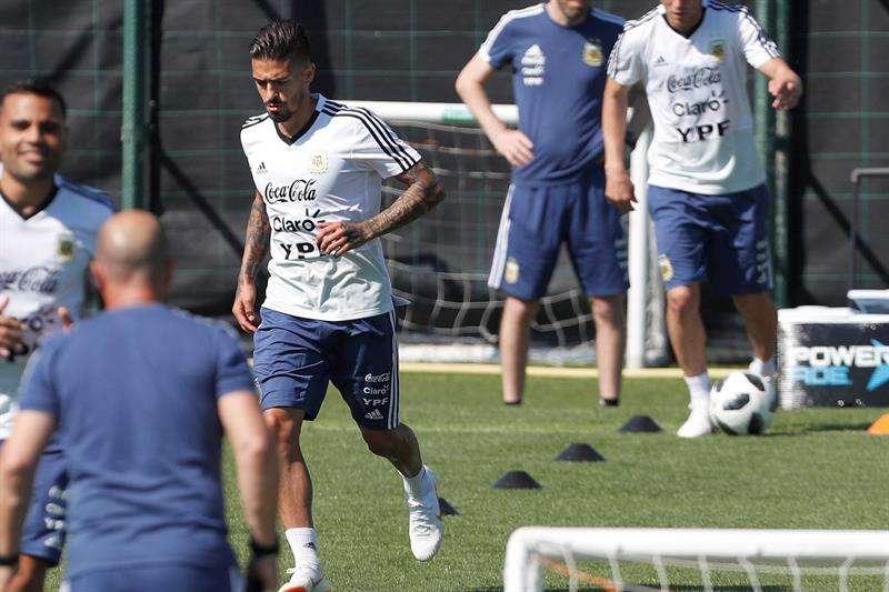 El centrocampista de la selección argentina Manuel Lanzini, durante el entrenamiento del combinado albiceleste en la ciudad deportiva del FC Barcelona. Foto EFE
