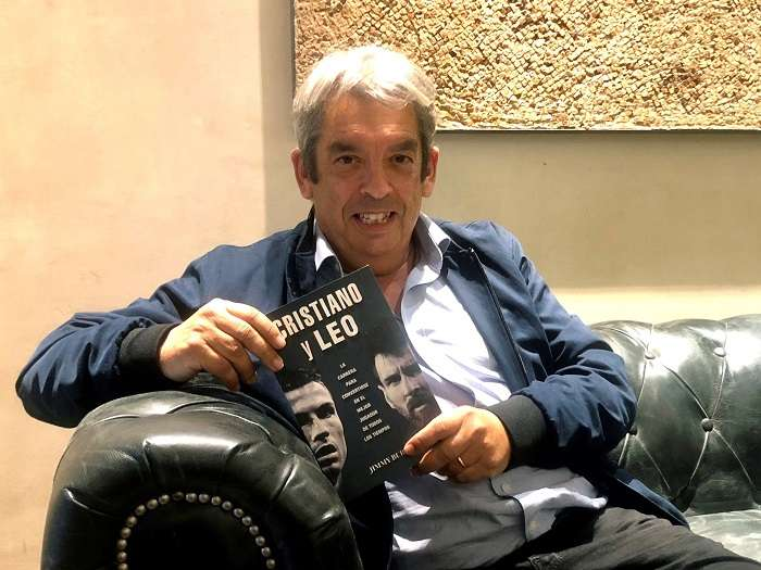 El escritor y periodista español Jimmy Burns presenta su libro./EFE