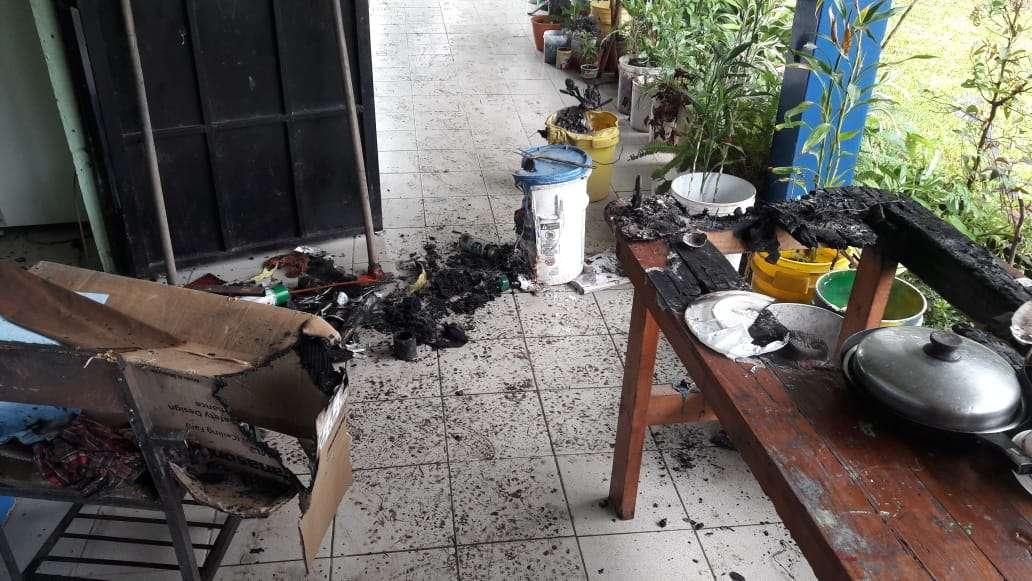 El incendio ocurrió en la madrugada lo que evitó que alguien resultara herido. Foto: Elena Valdez