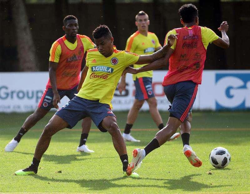 El jugador de Colombia Wilmar Barrios (c) se integra a los entrenamientos para su debut frente a Japón. Foto EFE
