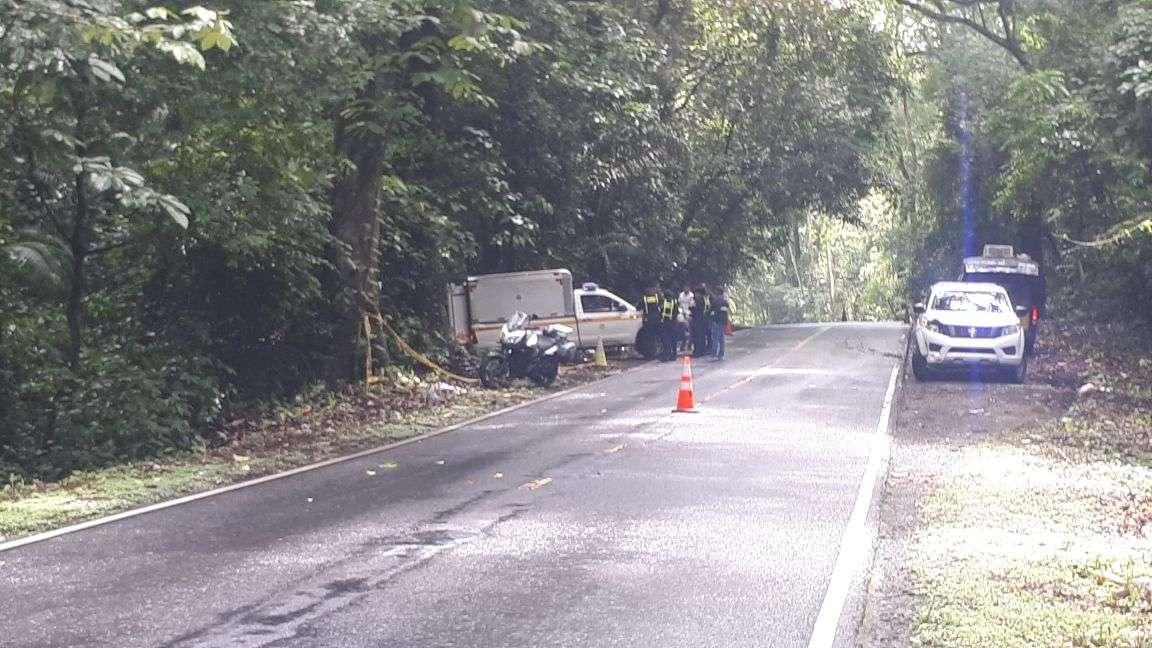 El vehículo terminó todo achurrado lo que tal vez contribuyó en la muerte de los ocupantes. Foto: Landro Ortiz