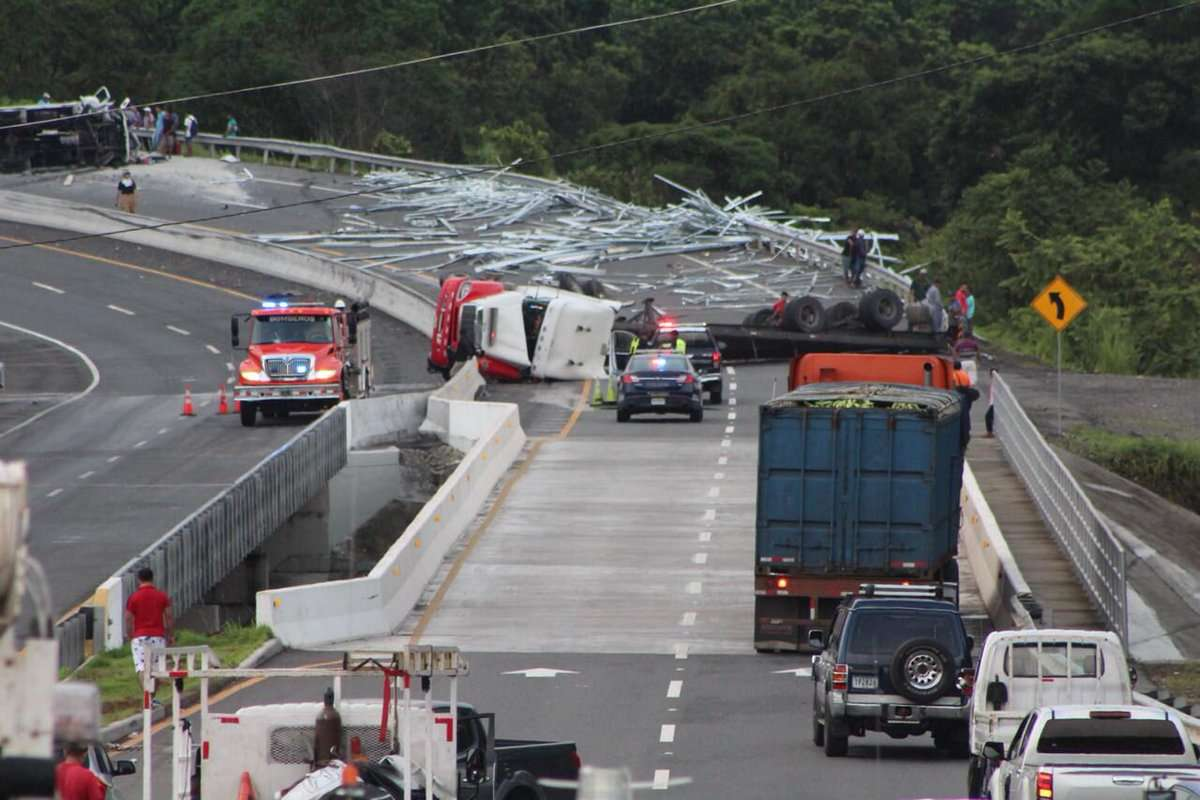 Vista general del área del accidente en la vía Interamericana. Foto: @TraficoCPanama