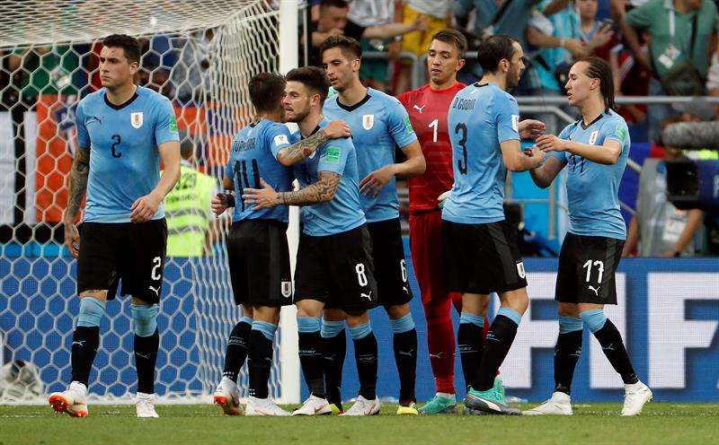 La selección de Uruguay vence 1- 0 a Arabia Saudita y pasa a los octavos . Foto EFE