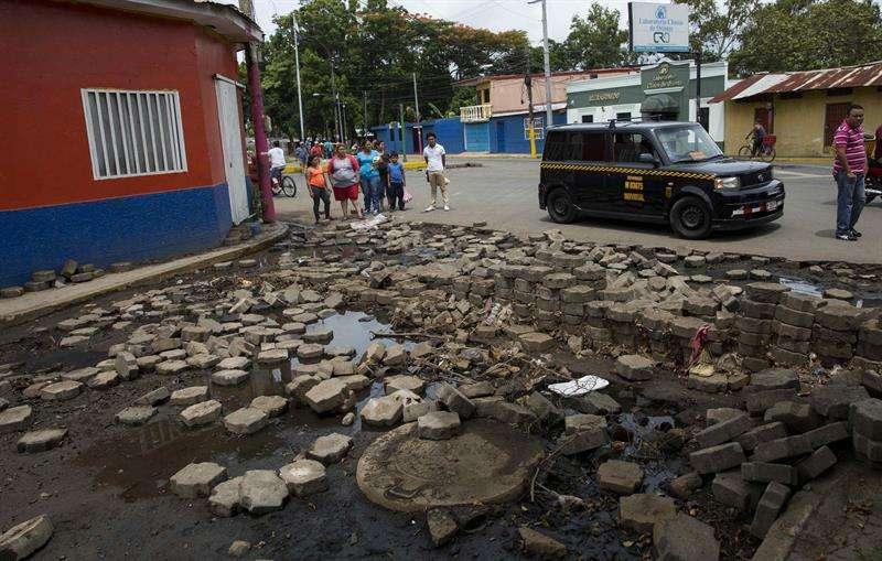 Vista de una barricada derrumbada, en la ciudad de Masaya (Nicaragua). EFE