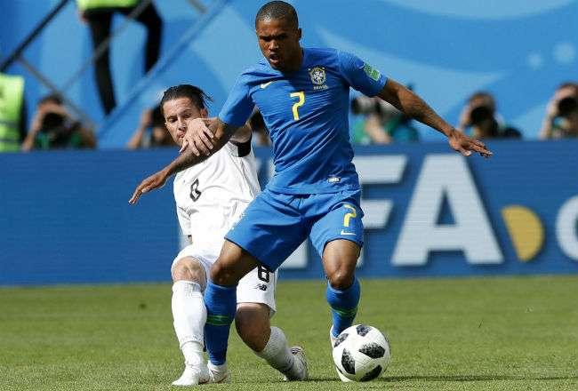 Douglas Costa es una de las armas ofensivas que tiene Brasil para el Mundial.
