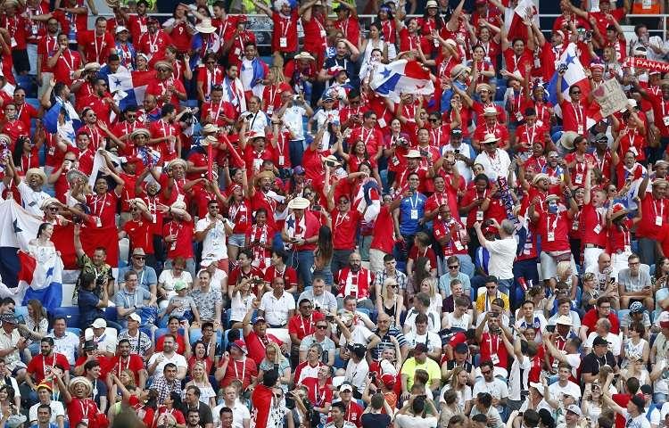Fanáticos panameños celebran en el estadio Nizhni. Foto: AP