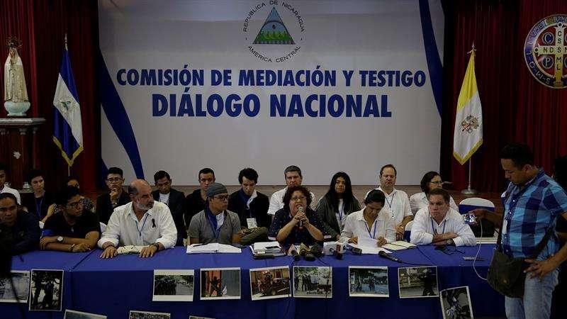 Representantes de la opositora Alianza por la Justicia y la Paz hablan el 16 de junio de 2018, en Managua (Nicaragua). EFE
