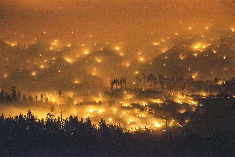 La temporada de incendios de California en 2017, una de las más devastadoras de este siglo, costó la vida a 46 personas, consumió cerca de 1,4 millones acres (559.000 hectáreas). Foto: EFE