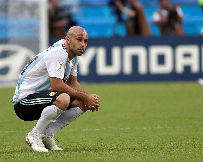 Javier Mascherano no esconde su frustración, luego de la eliminación de Argentina en octavos de final. Foto EFE