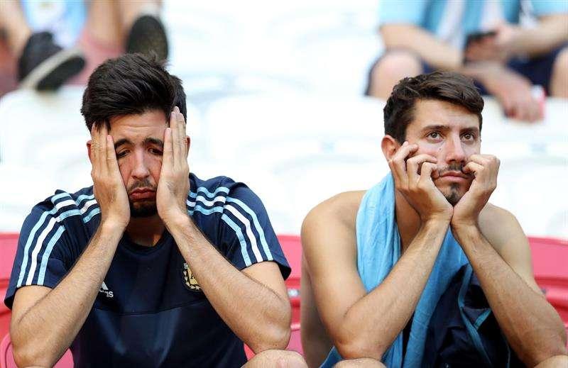 Los fanáticos argentinos lloraron y sufrieron la eliminación de Argentina en octavos de final.