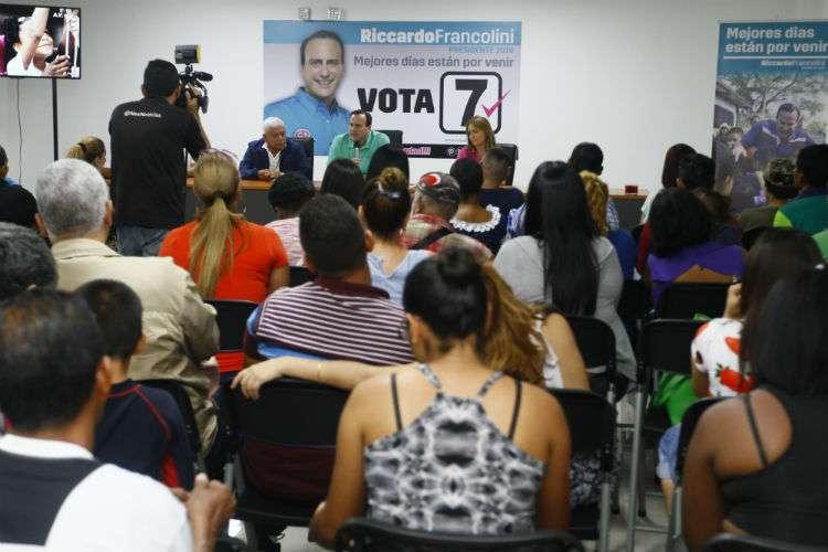 Vista general de una reunión de Riccardo Francollini con seguidores de Marcos González. Foto: Edwards Santos