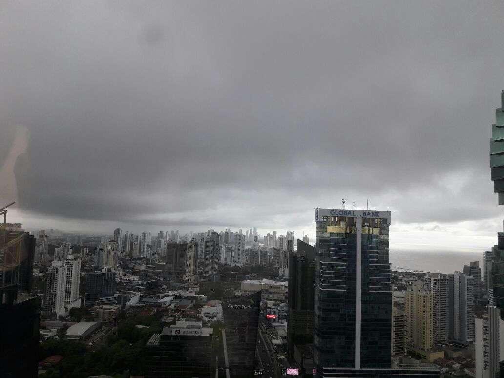 Vista general de un día lluvioso en el centro bancario de Panamá. Foto: Néstor Vásquez Archivo