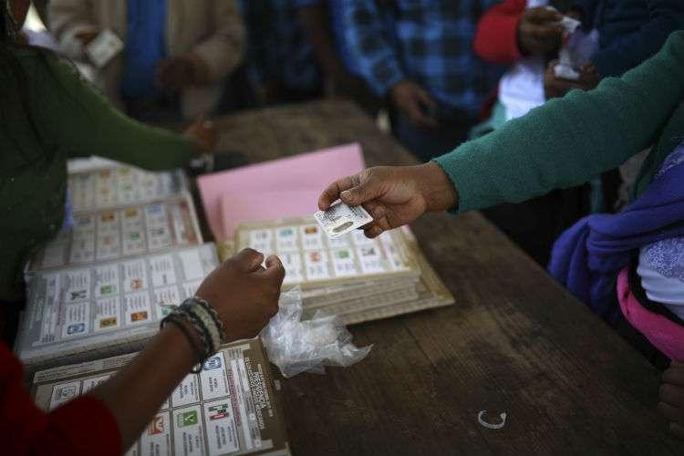 Las autoridades no habían reportado mayores incidentes y en varios centros de votación se observaron largas filas. Foto: AP
