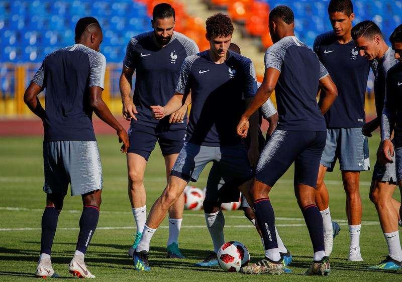 Los jugadores de Francia durante un entrenamiento. Foto EFE