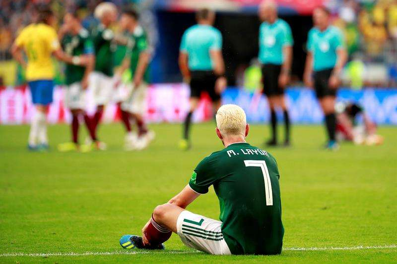 El defensa mexicano Miguel Layún reacciona tras el partido Brasil-México, de octavos de final del Mundial de Fútbol de Rusia 2018. Foto EFE