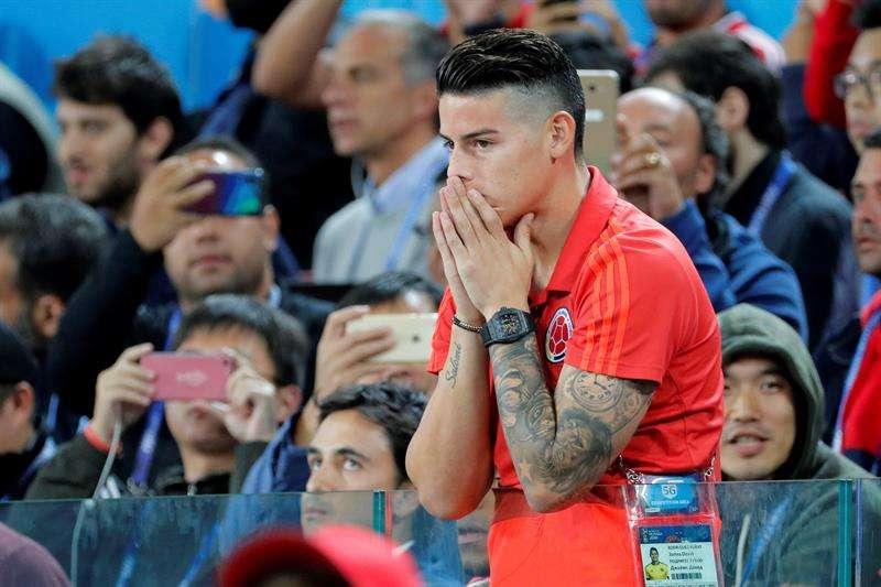James Rodríguez no jugó el partido de octavos de final de Colombia. Sufrió cada jugada desde las gradas. Foto EFE