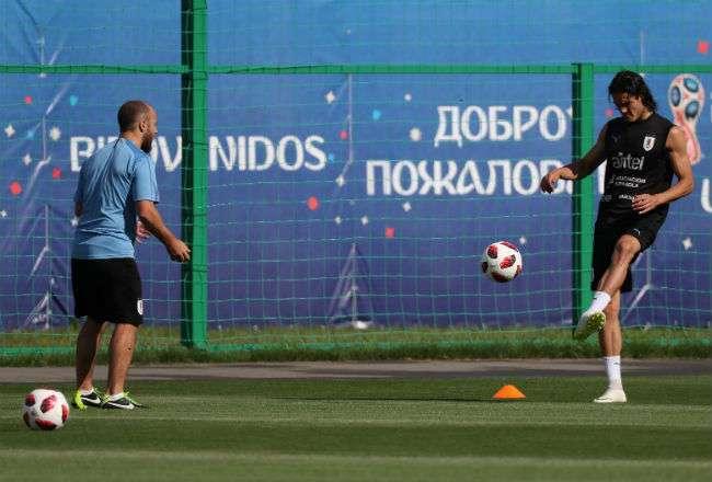 Edinson Cavani marcó dos goles en los partidos de octavos de final contra Portugal.