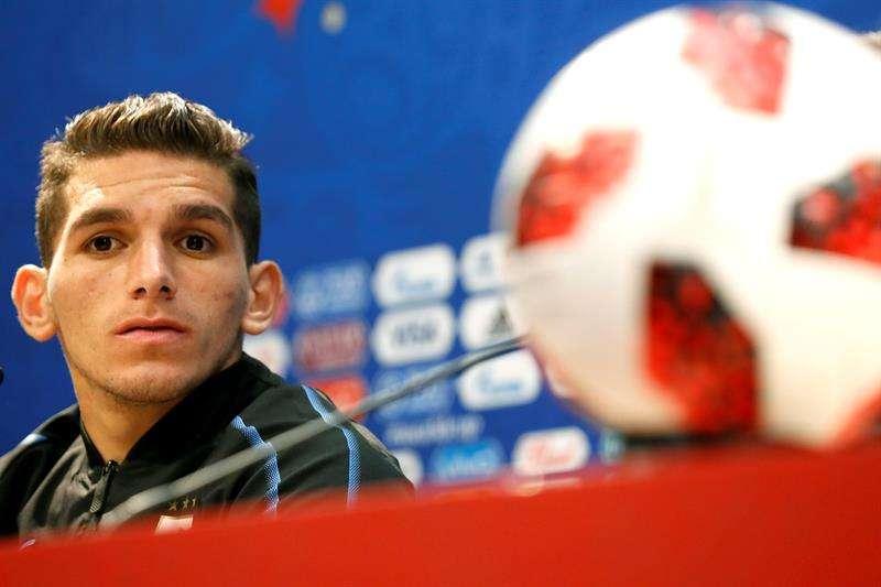 El jugador de la selección de Uruguay, Lucas Torreira, participa en una rueda de prensa hoy. Foto EFE