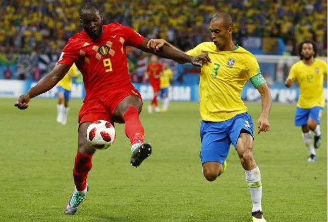 El atacante belga Romelu Lukaku (rojo). Foto:EFE