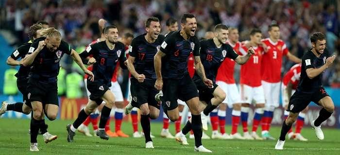 Los jugadores croatas celebran su clasificación a semifinales./ AP