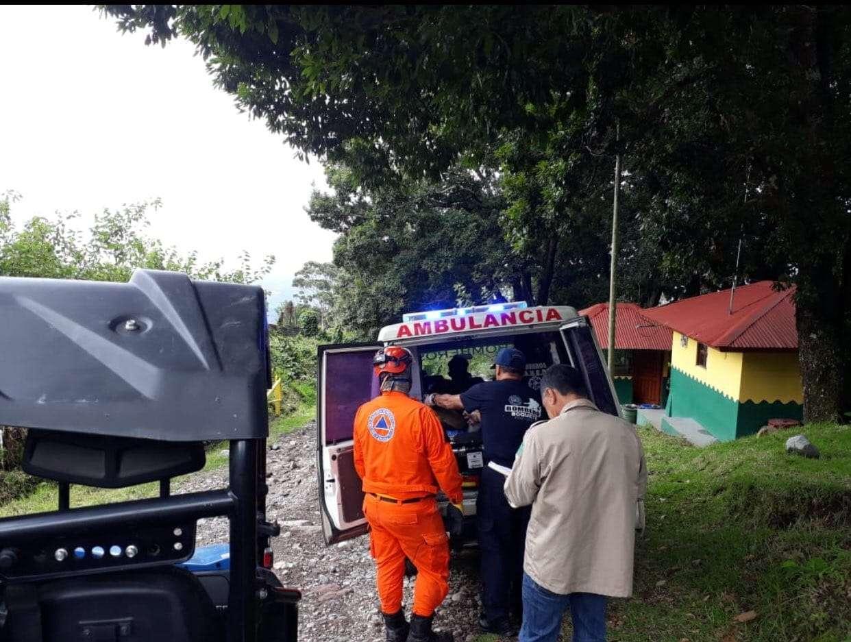 Tres hombres que se encontraban con debilidad, náuseas, mareo y dolor abdominal, a 8 km en la cima del Volcán Barú, fueron rescatados por unidades del Sinaproc en la provincia de Chiriquí. Foto: @Sinaproc_Panama