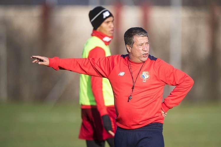 Gómez sufrió un total de 28 de los 71 partidos en los que dirigió al elenco nacional. Foto: EFE