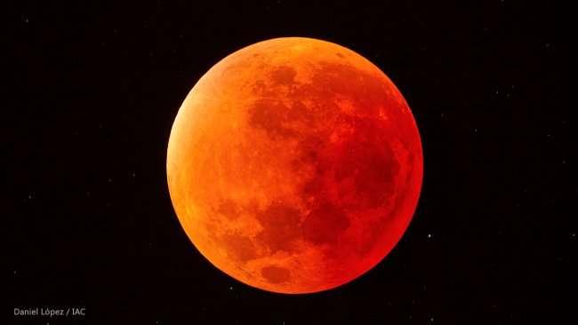 Durante la totalidad, se podrá comprobar que la Luna no desaparece de la vista sino que adquiere una tonalidad rojiza. Foto: Daniel López/IAC