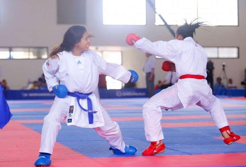 Alanis Carrera (izq.) en acción. / Foto Cortesía