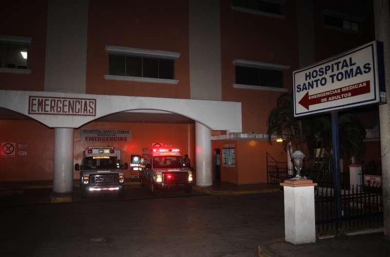 Vista general de la parte externa del cuarto de urgencia del hospital Santo Tomás, en donde llegó la víctima. Foto: Archivo