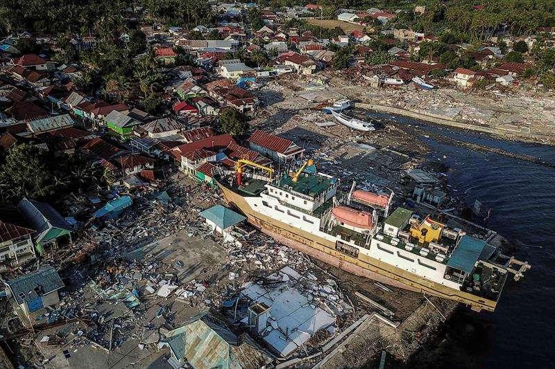 Fotografía aérea que muestra los daños causados por el terremoto y tsunami del pasado viernes en Wani, Donggala (Indonesia). EFE