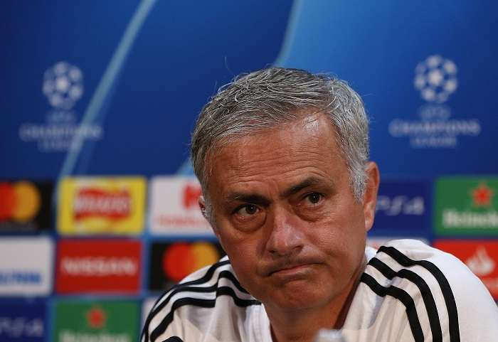 El entrenador portugués del Manchester United, Jose Mourinho, ofrece una rueda de prensa en el estadio Old Trafford de Manchester./EFE