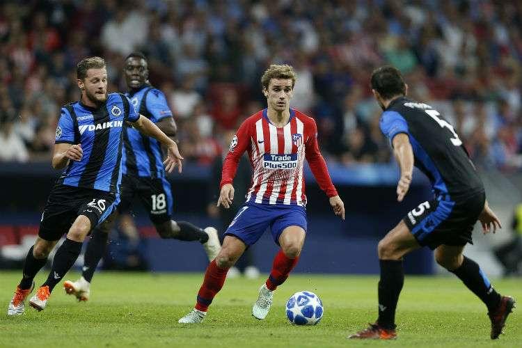 Antoine Griezmann (c) en acción durante el encuentro de la Liga de Campeones de la UEFA.