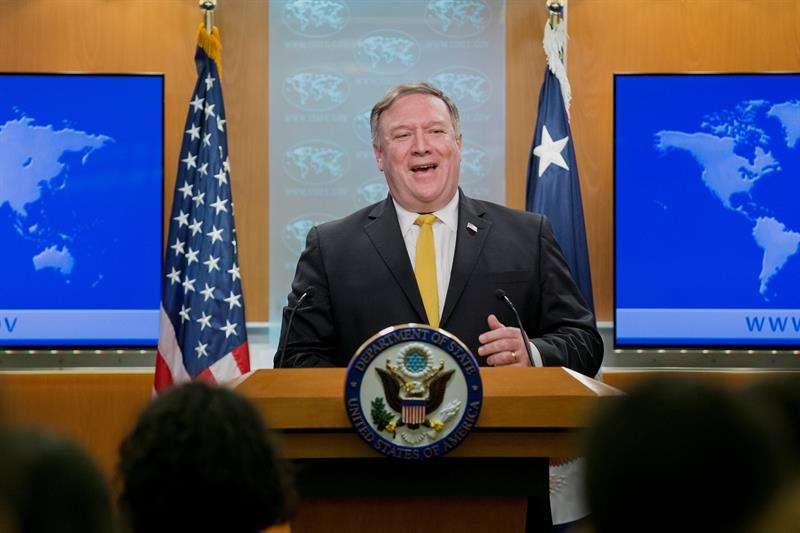 El secretario de Estado de EE.UU., Mike Pompeo, ofrece una rueda de prensa en el Departamento de Estado en Washington D.C (Estados Unidos) hoy, 3 de octubre del 2018. EFE