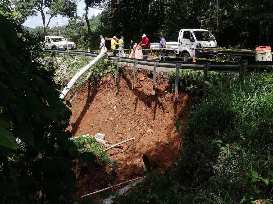 Derrumbe en vía hacia Cirí de Los Sotos, en distrito de Capira. Foto: Eric Montenegro