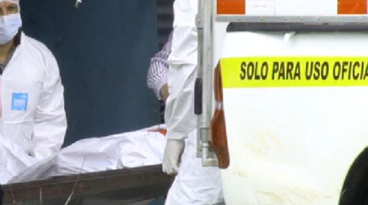 Vista general del traslado del cadáver a la morgue judicial de David. Foto: Mayra Madrid