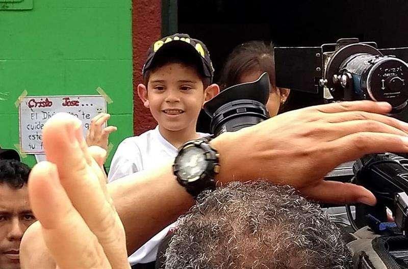 Fotografía cedida por la Coordinación Cultural de El Carmen muestra al niño Cristo José Contreras, de cinco años, hijo de Edwin Contreras, alcalde de El Carmen, en el departamento de Norte de Santander (Colombia). EFE
