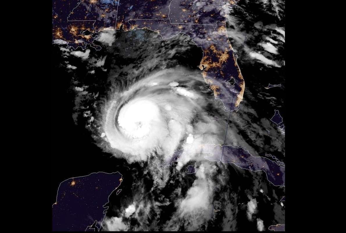 Imagen muestra el ojo del huracán Michael el cual subió hoy a categoría 2 y se pronostica tocará tierra mañana como huracán de categoría 3 (de una escala de 5) en la costa oeste de Florida. EFE