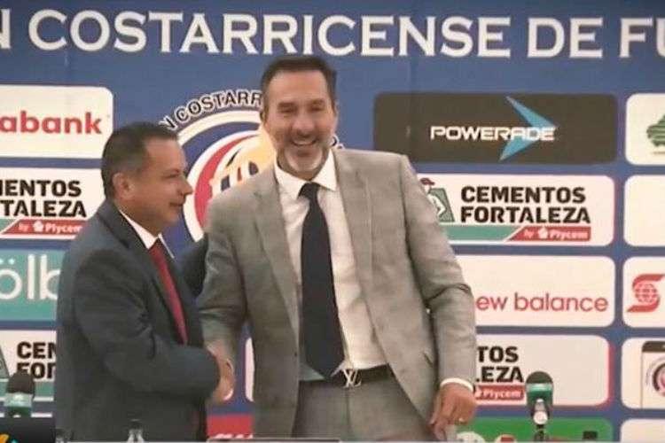 Gustavo Matosas cuando fue presentado en Costa Rica como nuevo técnico de los ticos.