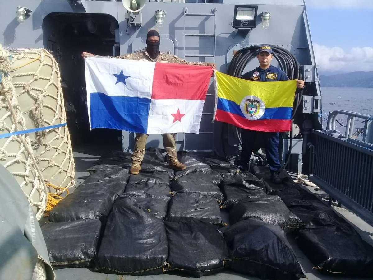 Los aeronavales y pares colombianos interceptaron la lancha rápida con el cuantioso cargamento del ilícito.