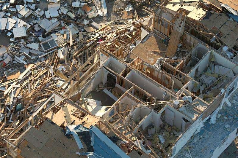 Fotografía aérea que muestra el destrozo ocasionado en una vivienda tras el paso del huracán Michael en Panamá City (Florida, EE.UU.). EFE/Customs And Border Protection