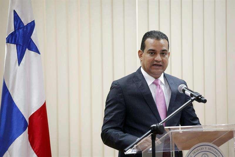 En la imagen, el ministro de Trabajo de Panamá, Luis Ernesto Carles. EFE Archivo