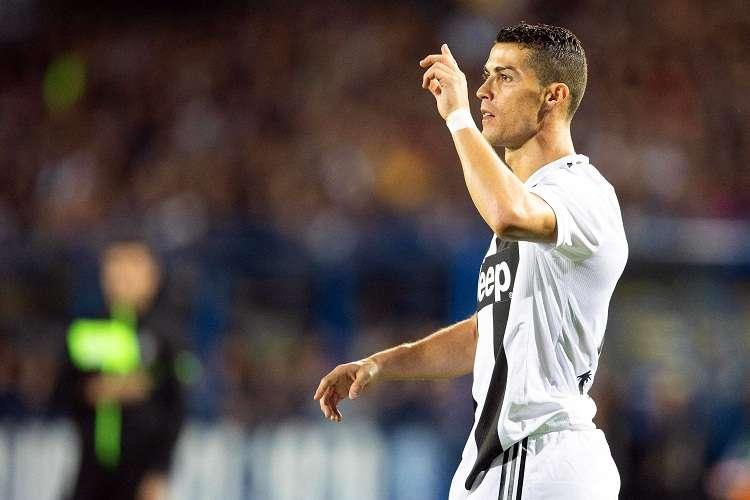 Cristiano Ronaldo celebras tras anotar con la Juventus. Foto: EFE
