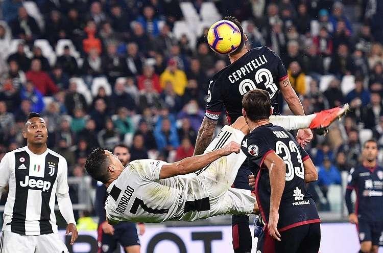 Cristiano Ronaldo en acción durante el partido de fútbol de la Serie A de Italia. Foto: EFE
